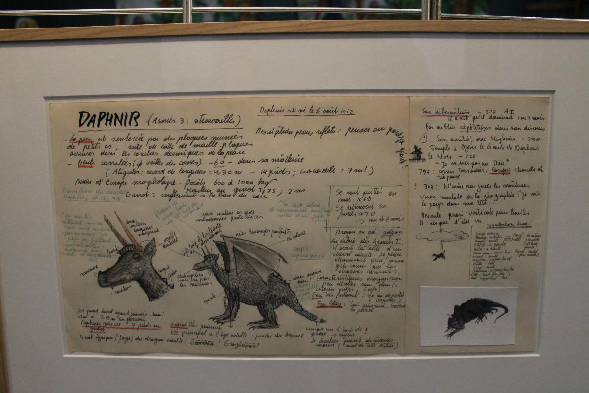 Peinture accrochée au mur avec explications manuscrites